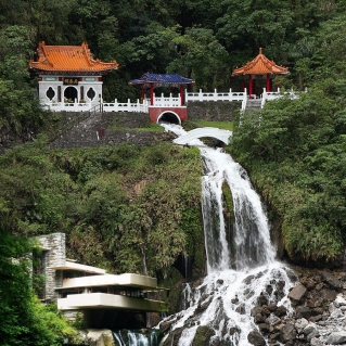 """BEST REDEFINED CHANG CHUN SHRINE: """"FALLING WATER BY NATURE"""" BY SAP"""
